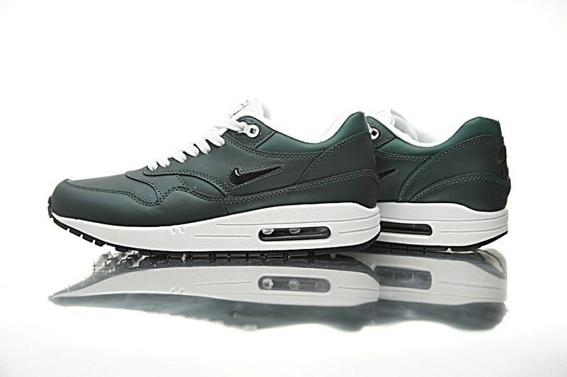 Comparez Les Prix Profond Vert Nike Sportswear Air Max 1